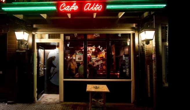 cafe_alto_frontdoor